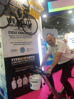 Brent does his bit for fivegoforth at BDIA'18      #BDIAdental18 #fivegoforth #bridge2aid #brushupuk #cancerresearchuk